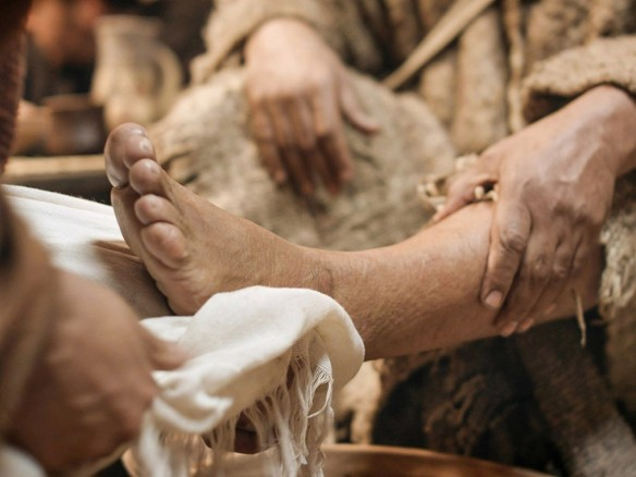 11_Jesus_washes_feet_1024-1014x761